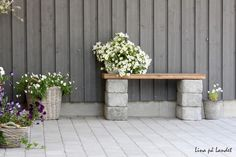 DIY garden bench ideas small cinder block bench wood slats flower pots - All For Garden Cinder Block Furniture, Cinder Block Bench, Cinder Block Garden, Cinder Blocks, Bench Block, Small Gardens, Outdoor Gardens, Diy Garden Seating, Small Garden Bench