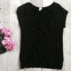 """old navy polka dot top. nwot Great black top with small white polka dots. 100% rayon. Elastic around bottom. Key hole with tie in front. Measurements lying flat: chest (under armpits) 17 inches and length 23.5 inches.    ❌ No trades or off Poshmark transactions.   Quick shipping.   Offers welcome through """"Make an Offer"""" feature.    Bundle discount.   ❔ Feel free to ask any questions. Old Navy Tops Tees - Short Sleeve"""