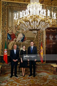 Spanish King Felipe VI (R) and Queen Letizia (C) receive Portugal president Marcelo Rebelo de Sousa (L) during an royal audience before a gala dinner held at the Royal Palace March 17, 2016 in Madrid, Spain. De Sousa was making his first official visit to Spain since being sworn in March 9.