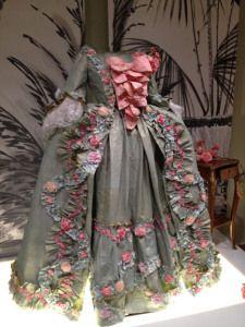 Isabelle de Borchgrave paper dress