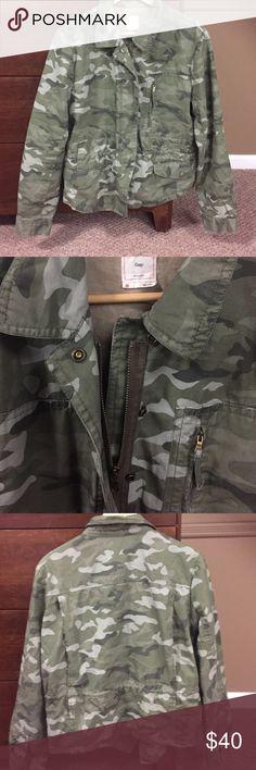 Gap jacket Camo great condition warm cotton 🎃🍁🍂 GAP Jackets & Coats