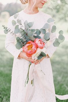 Lush florals, simple florals, southern bride  Stacy Preston Photography