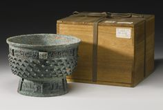 AN ARCHAIC BRONZE RITUAL FOOD VESSEL (YU)<br>LATE SHANG DYNASTY, 13TH - 11TH CENTURY BC | Lot | Sotheby's