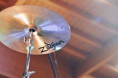 Matteo Canali - Maurizio Pirovano, La pelle racconta. Concerto in favore delle persone terremotate, Cisano Bergamasco (BG). Fotografie di Chiara Arrigoni. #lecco #rock #music #mauriziopirovano #cymbal #zildjian