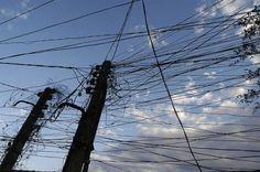 Gregos apoiam grupo que repõe eletricidade cortada