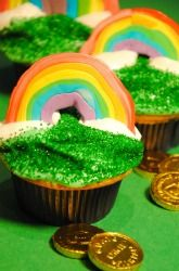 These sparkling #rainbow #cupcakes are festive for #StPatricksDay! #recipeforkids #kuedkids