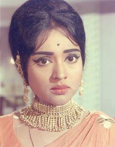 Vyjaytimala as Shalu in Jewel Thief Bollywood Wedding, Vintage Bollywood, Indian Bollywood, Bollywood Stars, Beautiful Bollywood Actress, Most Beautiful Indian Actress, Old Film Stars, Movie Stars, Royal Weddings