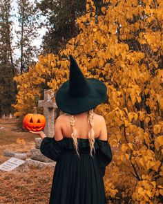 Halloween Photography, Autumn Photography, Girl Photography, Creative Photography, Photography Ideas, Fall Pictures, Fall Photos, Fall Season Pictures, Halloween Pictures