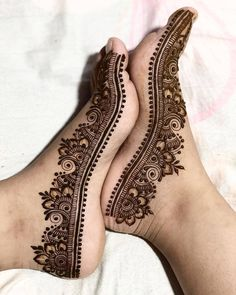 Are you crazy about the best and latest stylish leg mehndi designs? Cute Henna Designs, Mehndi Designs Feet, Stylish Mehndi Designs, Dulhan Mehndi Designs, Wedding Mehndi Designs, Mehndi Design Pictures, Beautiful Henna Designs, Mehandi Designs, Tattoo Designs