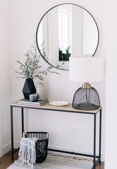 Decorating Console Table in Entryway - Best Entry Table Decor Ideas: How To Deco. Decorating Console Table in Entryway - Best Entry Table Decor Ideas: How To Decorate A Foyer Entryway Table For A Perfect Front Door Entrance Area Halls Pequenos, Decorating A New Home, Decorating Ideas, Hallway Decorating, Decorating Bedrooms, Interior Decorating, Front Door Entrance, Front Entry, Entry Foyer