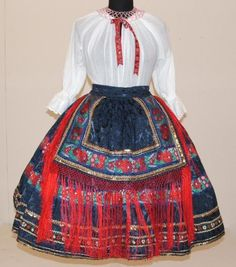 Hello all, This is a photo of my friend Jennifer in her Sárköz costume. The region of Sárköz [pronounced sharkeuse] is well known i. Hungarian Embroidery, Types Of Embroidery, Embroidery Patterns, Hand Embroidery, Costumes Around The World, Folk Clothing, Linen Apron, Folk Costume, Geometric Designs