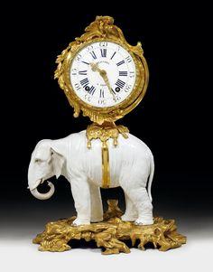 """PENDULE """"A L'ELEPHANT BLANC""""PENDULE """"A L'ELEPHANT BLANC"""", Louis XV, der Elefant aus Qianlong, Paris, um 1750/60."""
