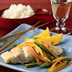 "Low-fat Steamed Fish – Asian style-- I actually cut the fish fillet into 1"" chunks steamed it in the microwave for 7 minutes. It came out great. Healthy Meals, Heart Healthy Recipes, Healthy Snacks For Kids, Steam Recipes, Fish Recipes, Whole Food Recipes, Plats Sains, Vegetarian Tacos, Homemade Salsa"
