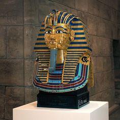 Inspiring LEGO Mask of Tutankhamun! Made with over 16000 pieces by Koen Zwanenburg. : @robovermeer Follow @brickinspired for more #LEGO inspiration! #brickinspired Amazing Lego Creations, Tutankhamun, 2d Art, Lego Brick, Archaeology, Inspired, Instagram, Museum, Star