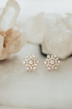 Diamond Earrings Indian, Diamond Earing, Diamond Studs, Gold Earrings Designs, Gold Designs, Tiny Stud Earrings, White Earrings, Starburst Earrings, Gold Jewelry