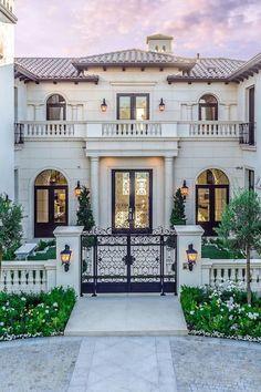 152 most popular modern dream house exterior design ideas -page 22 Italian Mansion, Italian Villa, Spanish Style Homes, Spanish House, Dream Home Design, Modern House Design, Beverly Hills Houses, Dream Mansion, Luxury Homes Dream Houses