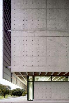 Biblioteca Brasiliana at Sao Paulo University - USP - / Rodrigo Mindlin Loeb + Eduardo de Almeida Concrete Architecture, Space Architecture, Contemporary Architecture, Architecture Details, Ouvrages D'art, Building Exterior, Facade Design, Built Environment, Brutalist