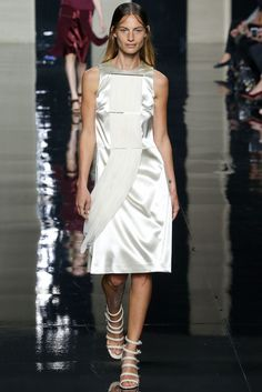 Christopher Kane Primavera/Verano 2015 (scheduled via http://www.tailwindapp.com?utm_source=pinterest&utm_medium=twpin&utm_content=post50193090&utm_campaign=scheduler_attribution)