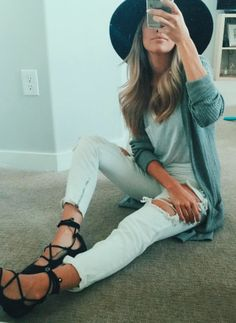 Scrappy sandals, boyfriend light washed jeans rolled up, loose v neck tucked in, oversized cardigan, sun hat
