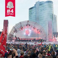 Geweldig feest met 35.000 #Ajax-fans naast de Amsterdam ArenA!