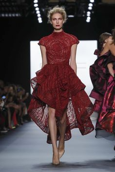 Michael Costello Ready To Wear Spring Summer 2017 New York 2010s Fashion, Red Fashion, Live Fashion, Fashion 2017, Couture Fashion, Fashion Show, Fashion Design, Michael Costello, Special Dresses