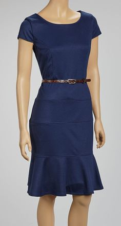 I <3 everything about this dress!  It's an older Zulily dress that is sold out, but I'd love to find one like it someday.  It looks structured enough to actually fit my body well, and I really like the color.