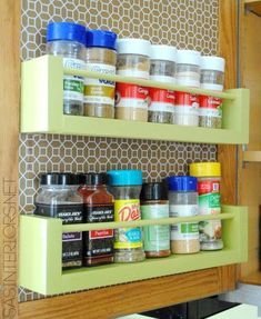 Kitchen storage tips are never enough, as free space is never enough. Today we are bringing you some spice storage hacks so you can get them out of your way Wood Spice Rack, Diy Spice Rack, Spice Storage, Spice Organization, Diy Kitchen Storage, Kitchen Cabinet Organization, Storage Racks, Pantry Storage, Spice Rack Inside Door