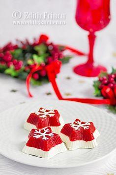 Terina cu rosii si branza - un aperitiv deosebit de aspectuos pentru mese festive. Poate fi pregatit in forme individuale, sau intr-o forma mai mare.