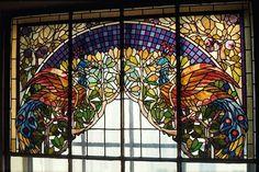 Это витраж из битого стекла и силикатного клея. Необходимо заготовить цветные стекла нужного размера.