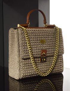 Matoohandmade crochet-leather handbag Bag Pattern Free, Yarn Bag, Embroidery Stitches Tutorial, Diy Purse, Crochet Handbags, T Shirt Yarn, Knitted Bags, Crochet Projects, Leather Handbags