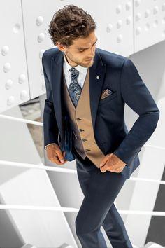 Erhältlich ist dieser Anzug bei Steinecker in Randegg, Graz, Salzburg und Wien. Gentleman, Cool Outfits, Suit Jacket, Breast, Glamour, Nice Clothes, Mens Fashion, Blazer, Salzburg
