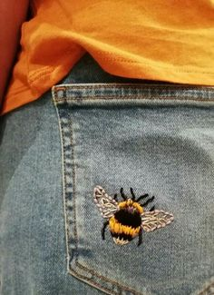 Bumble Bee embroidery // DIY embroidery in jeans // Embroidered jeans # Embroide. - Bumble Bee embroidery // DIY embroidery in jeans // Embroidered jeans # Embroidered - Painted Jeans, Painted Clothes, Diy Clothes Paint, Diy Clothes Jeans, Thrift Store Diy Clothes, Hand Painted, Style Clothes, Fashion Clothes, Fashion Outfits