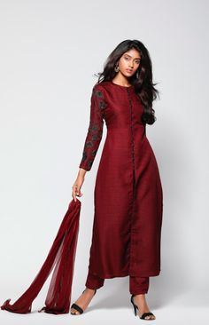 64 Ideas For Dress Silk Pattern Indian Salwar Designs, Silk Kurti Designs, Kurta Designs Women, Kurti Designs Party Wear, Designer Salwar Kameez, Salwar Kameez Simple, Indian Designer Outfits, Designer Dresses, Silk Dress