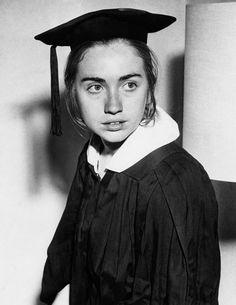 Une jeune Hillary Rodham future Clinton en dernière année d'université au Wellesley College en mai 1969.