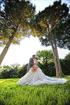 Photography: Ace Photography - acephotographs.com  Read More: http://www.stylemepretty.com/2011/08/19/historic-cedarwood-photo-shoot-by-cedarwood-weddings/