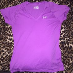 UA Fitted Tee Cute workout tee! Comfy and in new condition. Under Armour Tops Tees - Short Sleeve