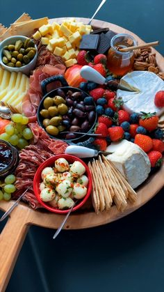Making a Charcuterie Board is easier than you think. We're sharing our best charcuterie board ideas with yummy flavor pairings, and tips for arranging a meat and cheese board. #cheeseboard #charcuterie #charcuterieboard #appetizer #partyappetizer #newyears #christmas #partyfood #appetizertray #cheesetray #bestcharcuterie Charcuterie Recipes, Charcuterie And Cheese Board, Charcuterie Platter, Charcuterie Gift Box, Sausage Platter, Meze Platter, Snack Platter, Antipasto Platter, Cheese Boards