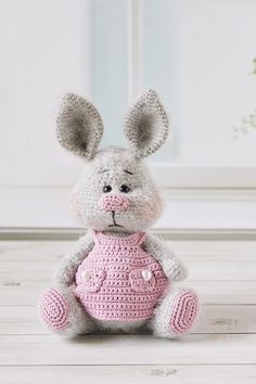 This tutorial includes a crochet pattern of a gentle, little bunny. It will be a wonderful gift for a newborn. A bunny made with this pat Crochet Bunny Pattern, Granny Square Crochet Pattern, Crochet Animal Patterns, Stuffed Animal Patterns, Doll Patterns, Knitted Bunnies, Knitted Animals, Doll Tutorial, Sundress Tutorial