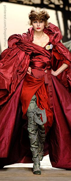 Vivienne Westwood at Paris Fall 2006 Red Fashion, Modern Fashion, Couture Fashion, High Fashion, Paris Fashion, Beautiful Gowns, Beautiful Outfits, English Fashion, Mode Chic