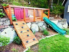 Patio Ideen für abfallende Gärten Lesen Sie weiter um einige Ideen für die Gartengestaltung in einem kleinen Garten mit kleinem Budget zu entdecken