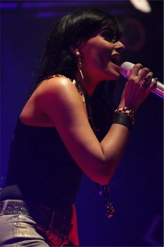 Nelly Furtado at her's best...