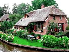 Get rid of stubborn belly fat now! belly fat floralls: Giethoorn Netherlands: A Magical Town with No Roads. floralls: Giethoorn Netherlands: A Magical Town with No Roads April 23 2019 at On the Run Fairytale Cottage, Storybook Cottage, Garden Cottage, Little Cottages, Cabins And Cottages, Cute Cottage, Cottage Style, Cottage Living, Cottage Homes