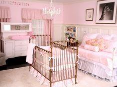 kinderzimmer idee märchenhafte kinderzimmergestaltung krone weißes ... - Babyzimmer Beige Rosa