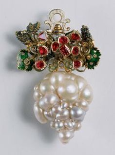 Pendant with a bunch of grapes, southern Germany, beginning of the 17th century