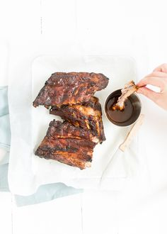 Zelf spareribs bereiden en marineren is helemaal niet ingewikkeld. Ik maak dit recept voor spareribs uit de oven. Dude Food, A Food, Good Food, Food And Drink, Spare Ribs In Oven, Bbq Marinade, Bbq Ribs, Barbecue, Food Vans