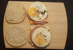 weight watchers Egg McMuffins DIY - will make vegetarian Freezer Cooking, Freezer Meals, Quick Meals, Ww Recipes, Cooking Recipes, Healthy Recipes, Healthy Meals, Healthy Eating, Kitchen Recipes