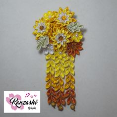 Arranjo exclusivo. Kanzashi by Nice. Floral Tie, Japanese Hairstyle, Pendants, Colors, Templates, Princesses, Kanzashi Flowers, Japan Style