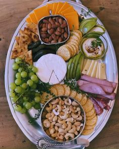 Charcuterie Recipes, Charcuterie And Cheese Board, Party Food Platters, Cheese Platters, Party Food Buffet, Party Trays, Holiday Appetizers, Appetizer Recipes, Easter Recipes