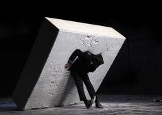 """Dimitris Papaioannou: """"Still Life"""" © Dimitris Theodoropoulos. Festival Montpellier Danse 2016. Un article de Marie-Christine Vernay dans délibéré"""