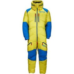 Primaloft® panels in the back and calves integrated with baffled down everywhere else give this one-piece suit an advantage for absolute protection in the world's coldest environments. Mens Bodysuit, Mens Onesie, Mode Au Ski, Mens Insulated Jackets, Down Suit, One Piece Man, Winter Gear, Overall, Outdoor Outfit